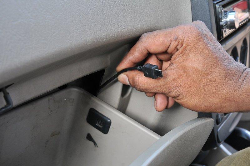 подключение gps трекера к автомобилю (фото)